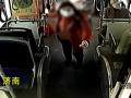 大妈掏400元想让公交变专车:坐反了,我要包车送我回家